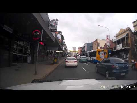 03-11-2014 - Lane changer forgets to keep an eye on traffic in front, barely avoids a rear end accident with stopping traffic (Fortitude Valley, Brisbane)