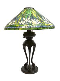 TIFFANY STYLE STAINED GLASS WATER LILY TABLE LAMP