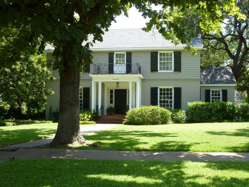Pemberton heights neighborhood guide luxury homes for Pemberton cabins