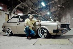 gol-bx-1600-1983-rebaixado-rodas-eurovan-aro-17-dourado-bege