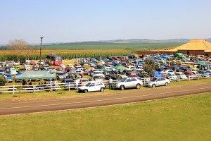 Cenário do 10º Encontro de Carros e Motos Antigos de Jataizinho. Fotos: Rhobson Issao Simomura