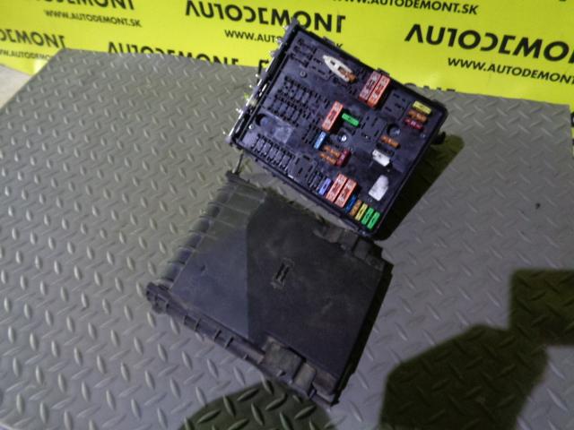 1K0937132F 1K0937125A - Fuse box - VW Caddy 2004 - 2011 Golf 2006