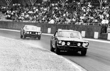 Os dois Mustang, primeiro e segundo lugares no Tour de France