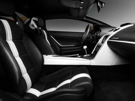 Lamborghini LP550-2 interior