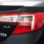 2012_toyota_camry-hybrid_sedan_xle_tlb_evox_1_500