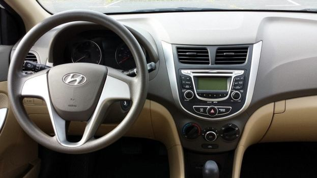2013 Hyundai Accent GLS interior
