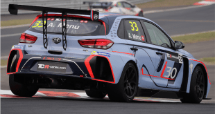 Gabriele Tarquini charging through the field in the opening race to give the i30 N TCR a maiden victory (Photos: QuickPic).