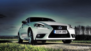 Lexus IS 300h Photo