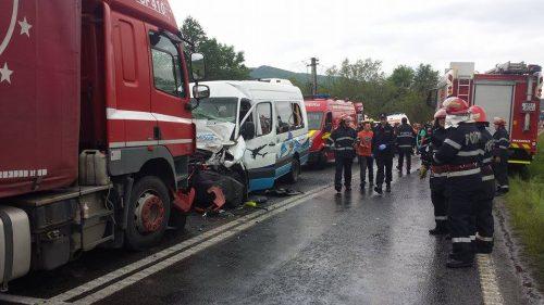 Doi morți în urma unui teribil accident produs de un șofer din Hunedoara