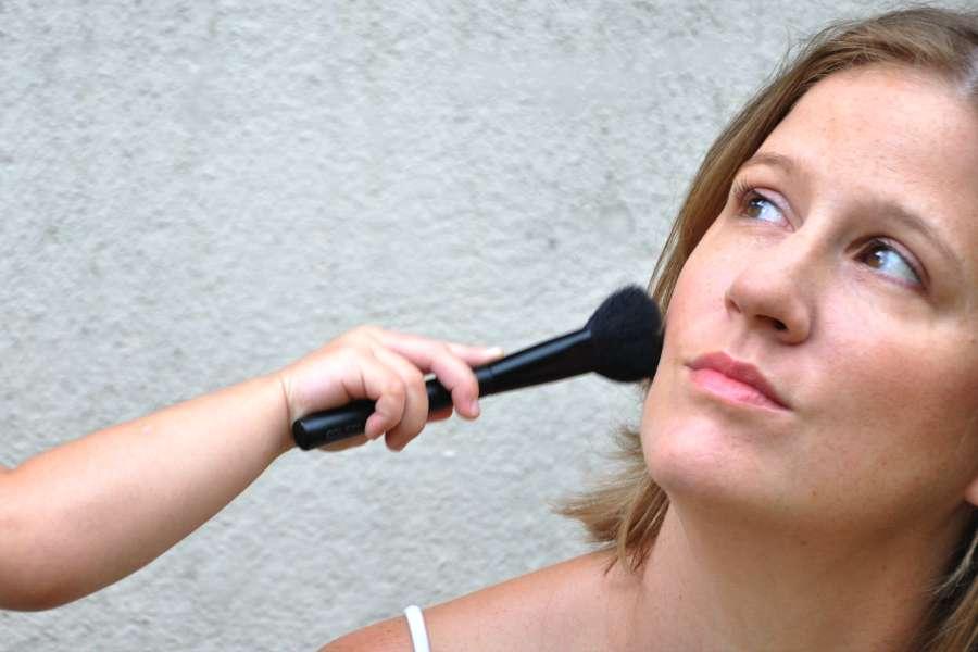 Maquillage quotidien d'une maman pressée
