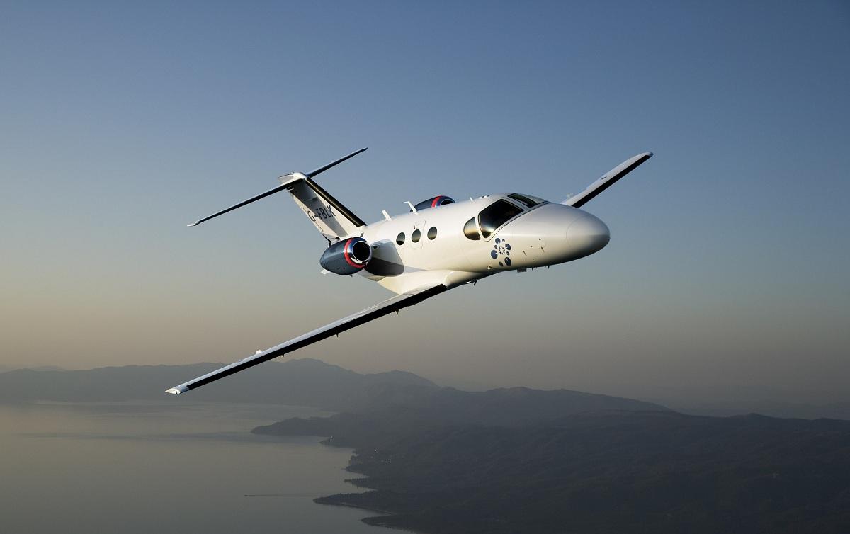Cessna 510 Citation Mustang em voo. Origem da imagem desconhecida.