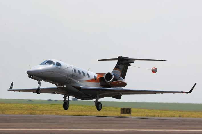 Phenom 300 durante o período de testes e certificação. Imagem original: Embraer.