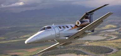 Phenom 100 voando. Imagem: Embraer.