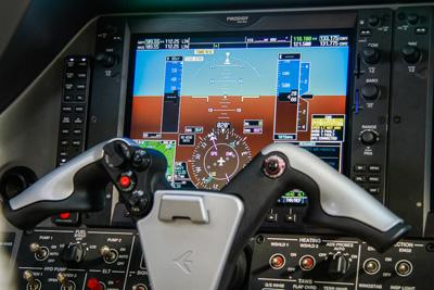 Netjets europe presenta il nuovo embrarer phenom 300 for Grandi jet d affari in cabina