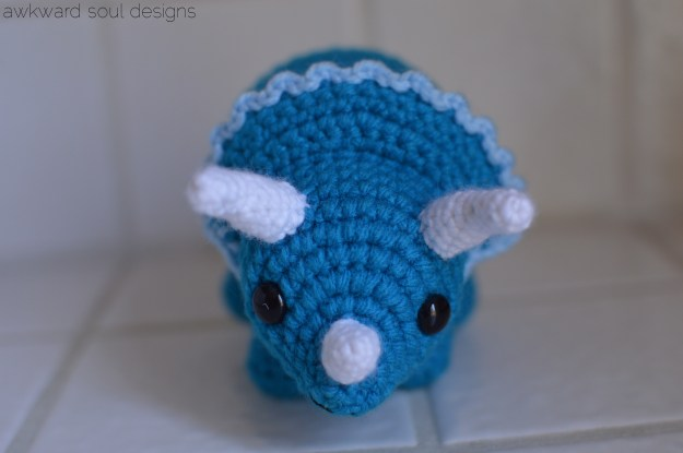 triceratops amigurumi by awkwardsoul designs blue (1)