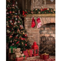 Christmas Fireplace Backdrop Cake | www.topsimages.com