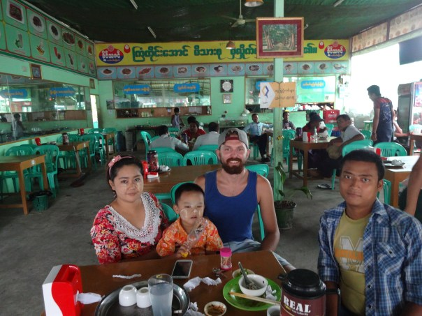 Koko, his wife, son and I eating breakfast at a local restaurant (Yangon, 2016).