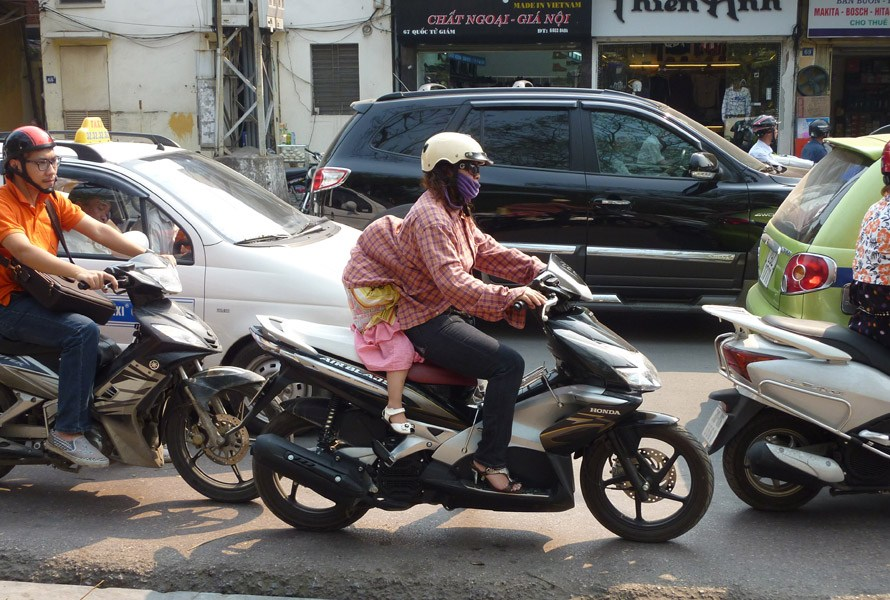VietnamFamilyMotorbike