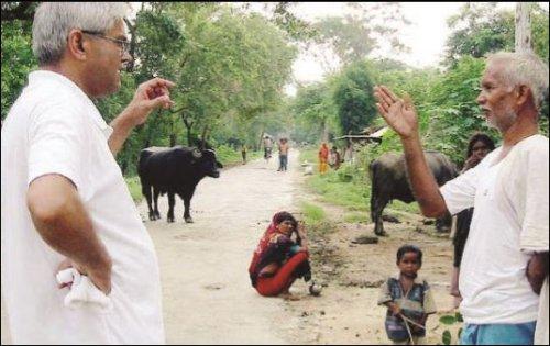 Jagadish Shukla in his native village of Mirdha, in a 2003 New York Times photograph.