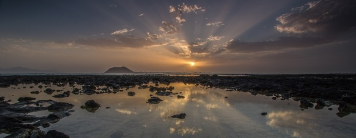 sun-rises-over-lobos-island-by-richie
