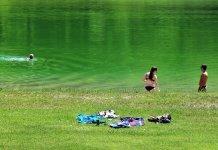 Der erste warme Tag am Badesee - Wir schwimmen wieder, Foto: Knut Kuckel