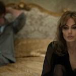 Angelina Jolie al fianco di Brad Pitt nelle prime immagini di By the Sea