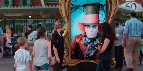 Alice attraverso lo specchio, Johnny Depp sorprende i fan a Disneyland