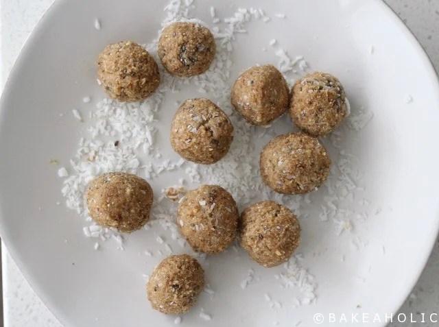 Lemon Coconut Protein Balls // Bakeaholic.ca