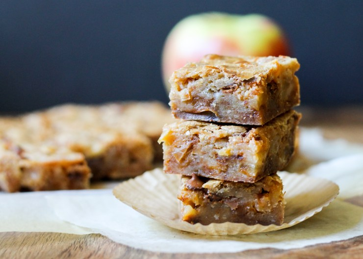 Apple Cinnamon Blondies | Sauteed apples and cinnamon chips star in this delicious Fall recipe! From Bakerita.com