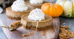 Gluten Free Mini Pumpkin Cheesecakes with Pretzel Crust