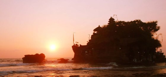 Tanah Lot Temple Sunset – Bali Places of Interest