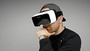 Cuffie confortevoli e un controller intuitivo per esperienze ricche VR.