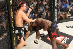 Seth Petruzelli Stuns Kimbo Slice With 14 Second KO