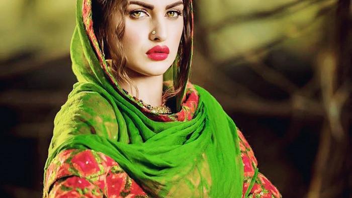 Punjabi Girl Wallpaper Photos Hd Himanshi Khurana Hd Desktop Wallpaper 13853 Baltana