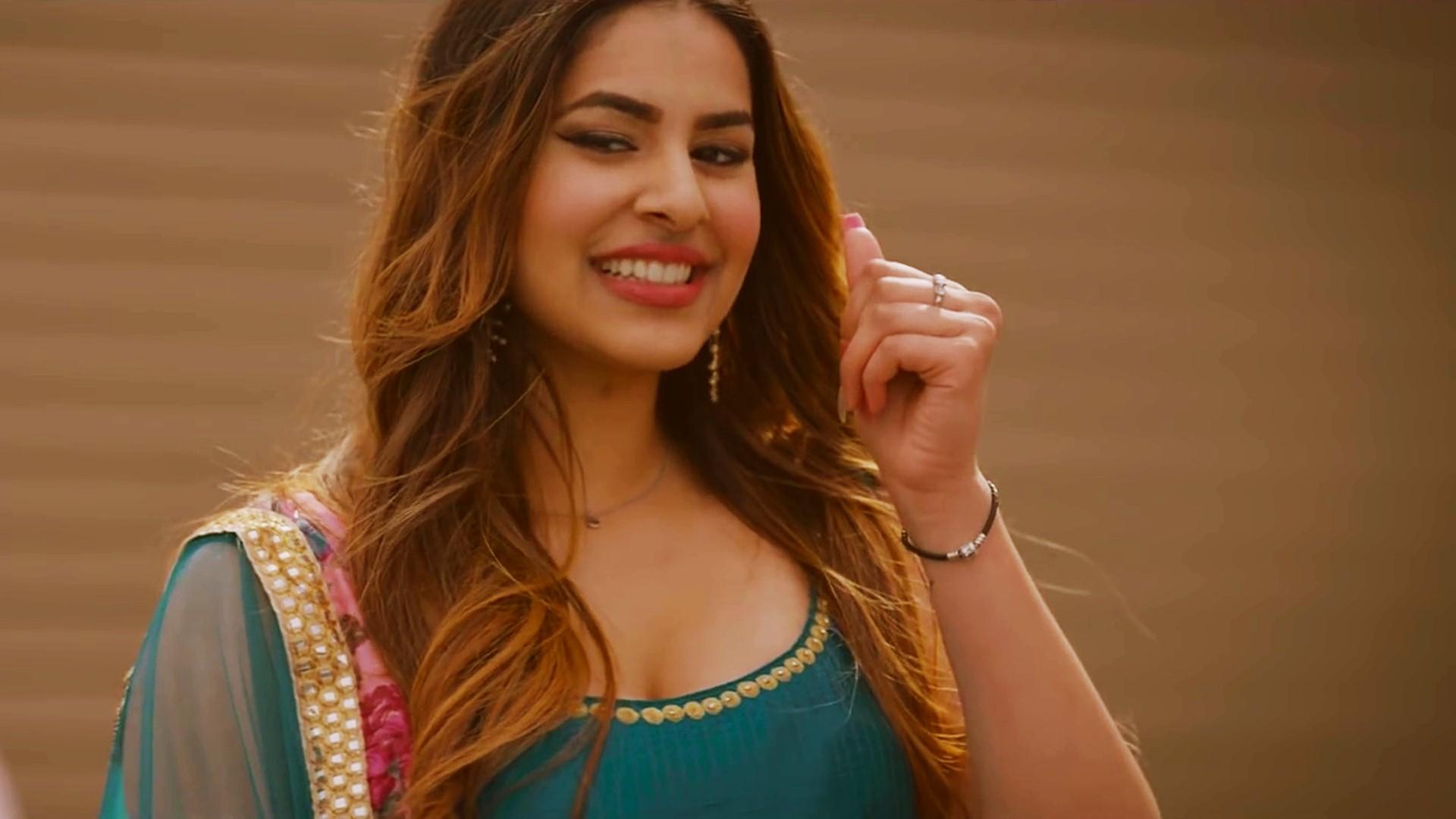 Cute Punjabi Girl Wallpaper Download Sim Khurme Wallpapers Hd Backgrounds Images Pics Photos