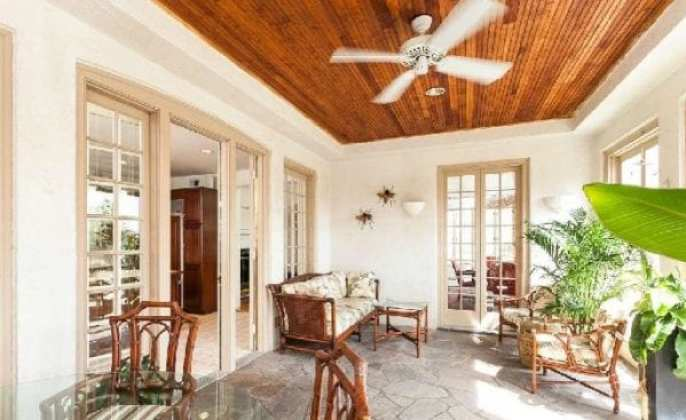 bellona:porch