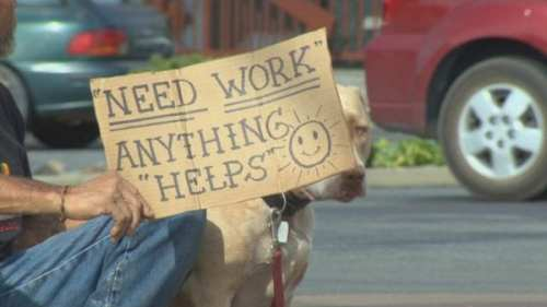 img-Auburn-handing-out-cards-to-discourage-panhandling