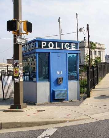 473px-Baltimore-police-box