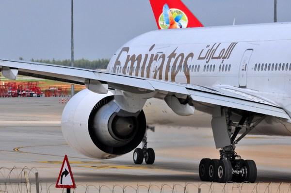 Emirates_Boeing_777-300ER_A6-EBL_GE-90-115B_engine