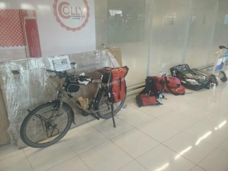 Arrivée aéroport Bangkok Paris à vélo