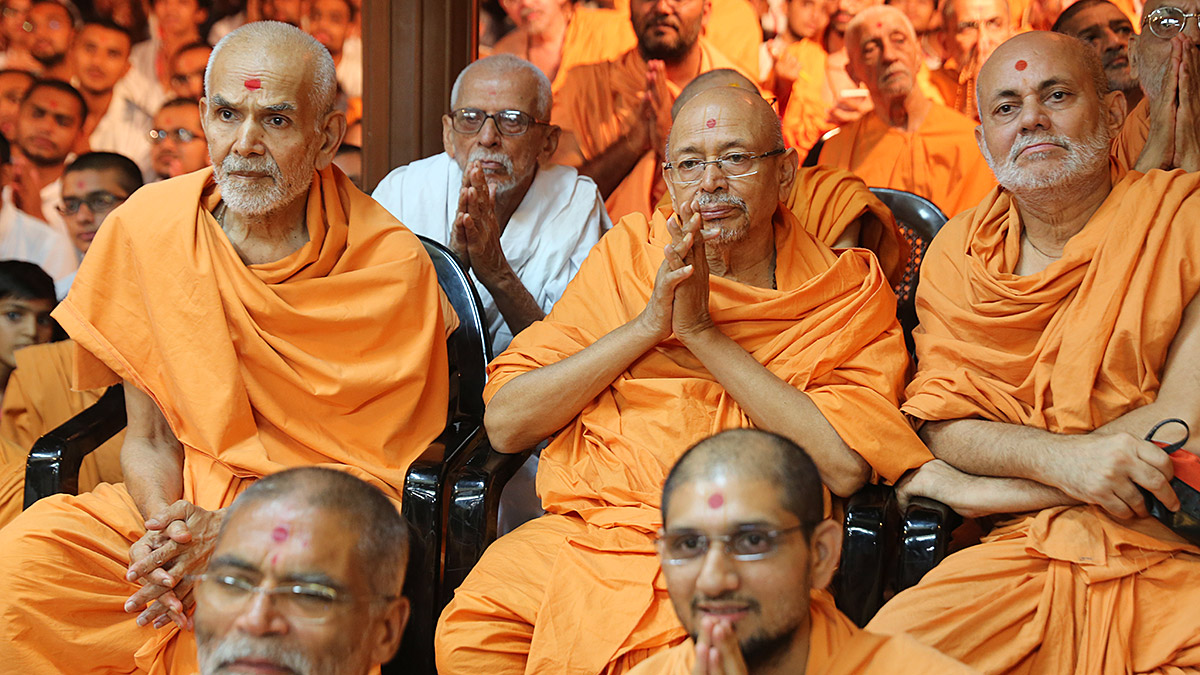 Baps Ghanshyam Maharaj Hd Wallpaper 06 August 2016 Hh Pramukh Swami Maharaj S Vicharan