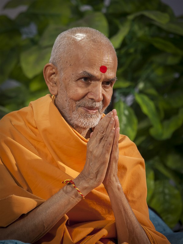 Baps Ghanshyam Maharaj Hd Wallpaper 04 05 September 2016 Hh Mahant Swami Maharaj S Vicharan