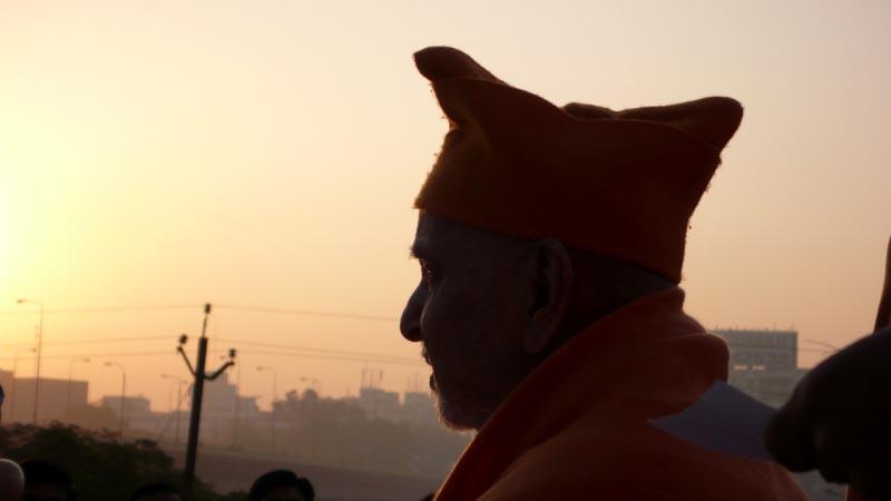 Baps Ghanshyam Maharaj Hd Wallpaper Hh Pramukh Swami Maharaj S Vicharan Surat