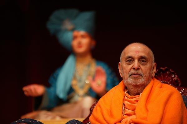 Baps Ghanshyam Maharaj Hd Wallpaper Pramukh Swami Maharaj S Uk Visit 2004 London Uk