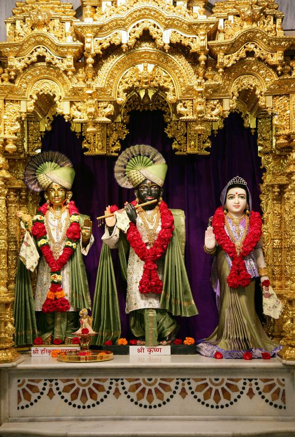 Baps Ghanshyam Maharaj Hd Wallpaper Baps Shri Swaminarayan Mandir Ahmedabad Mandir Information