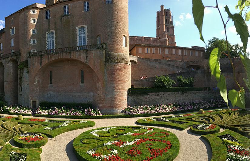 Le Palais de la Berbie à Albi depuis son jardin remarquable ©Magali Renard
