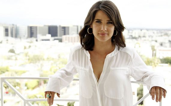 Cute Crazy Girl Wallpaper Himym Star Cobie Smulders Is Smoking Barnorama