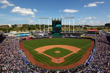 KANSAS CITY, MO - SEPTEMBER 06:  A general view during the game between the Chicago White Sox and the Kansas City Royals at Kauffman Stadium on September 6, 2015 in Kansas City, Missouri.  (Photo by Jamie Squire/Getty Images)