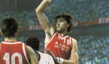 Sabonis qui con la maglia dell'URSS.