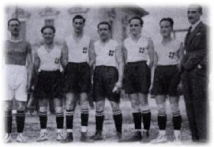 La prima nazionale di basket dell'Italia. Non è la squadra di cui parliamo, ma è difficile trovare foto dell'epoca.